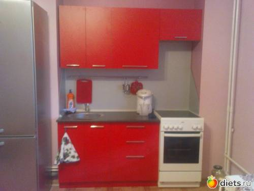 Маленькая красная кухня фото